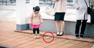 She Purposely Drops Her Wallet to See How Kids Will React. Now Watch Them All Do the Same Thing.
