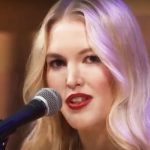 Glen Campbell's daughter performs heartbreaking tribute to her father that will make you weep.